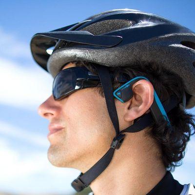 Diese Kopfhörer passen zu den Sportarten Schwimmen, Laufen, Radfahren und zum Fitness-Training.