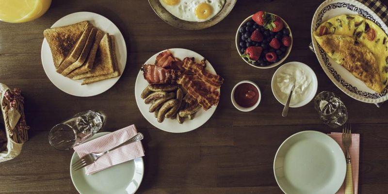 Wer frühstückt, startet energiegeladen in den Tag.