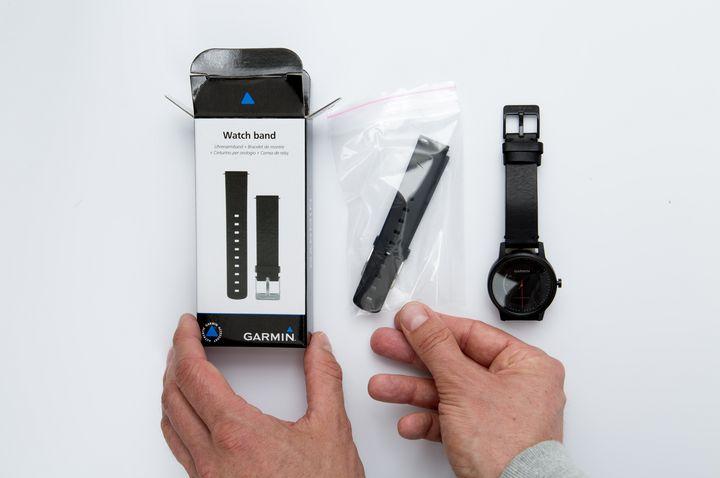 1. Ersatz-Armband aus der Verpackung nehmen.