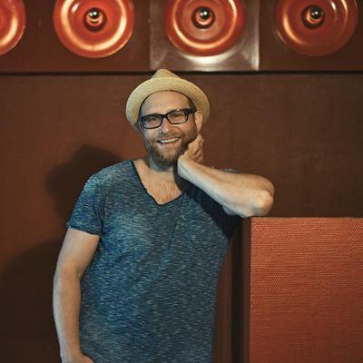 """Gregor Meyle spricht über sein aktuelles Album """"Die Leichtigkeit des Seins"""" und seine Liebe zur Musik."""