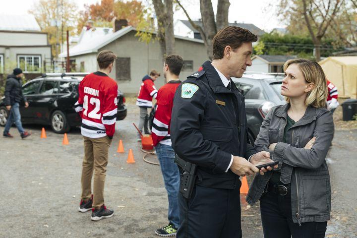 In der Kleinstadt Bellevue ermittelt Kommissarin Annie Ryder (Anna Paquin) im Fall eines verschwundenen Teenagers.
