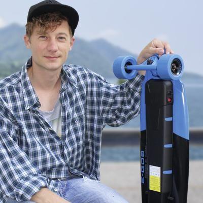 Ausprobierer elektronisches Skateboard