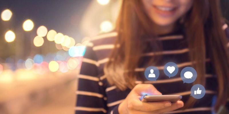 Social Media: Das steckt hinter den Begriffen Freund, Follower, Like und Herz.