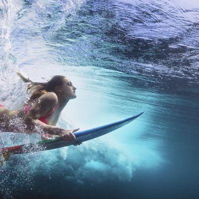 Folgen Sie diesen Ausnahmesportlern im Surfen.