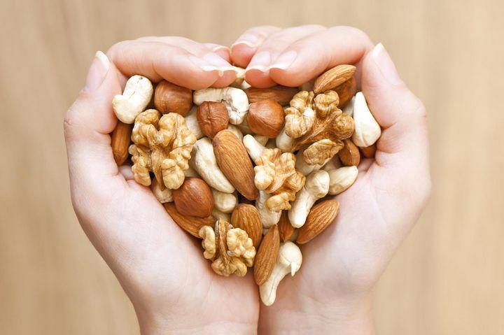 Nüsse sind ein stimmungsaufhellender Snack für zwischendurch.