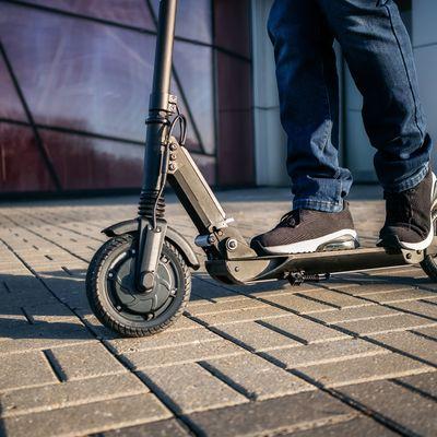 Scooter werden in der Straßenverkehrsordnung den Fahrrädern gleichgestellt.
