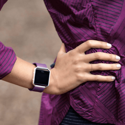 "Fitbit Blaze passt zur Pantone-Trendfarbe 2018 ""Ultra Violet""."