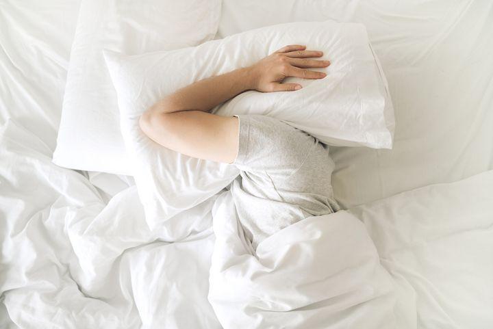 Umfrage: Die Hälfte der Menschen schläft schlecht.