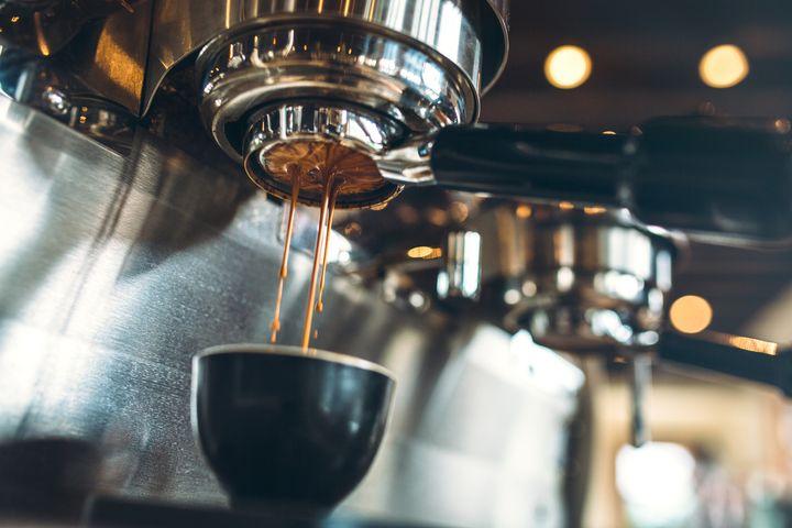 Eine saubere Kaffeemaschine macht besseren Kaffee.
