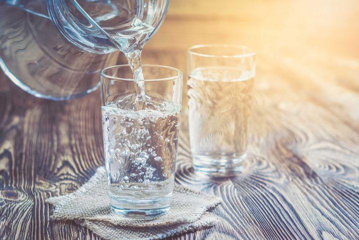 Trinken Sie genügend Wasser.