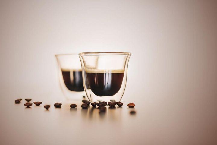 Die Kontaktzeit mit dem Kaffeemehl beträgt bei Espresso 20 bis 25 Sekunden.