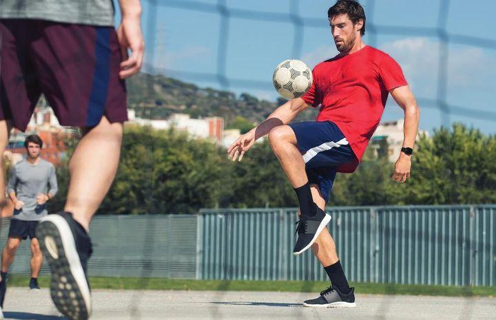 Mit der Fitbit Versa können unzählige Sportarten getrackt werden.
