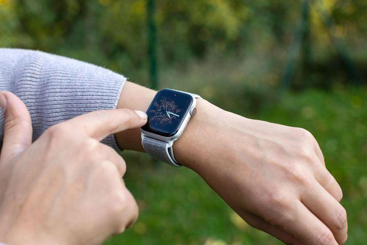 So wechselt man auf der neuen Apple Watch 4 zwischen den verschiedenen Zifferblättern.