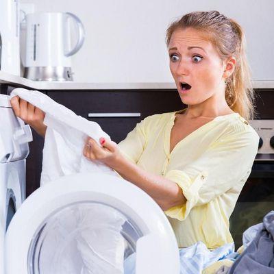 Fettige Flecken, Ölspuren: Tipps, wenn die Wäsche nicht richtig sauber wird.