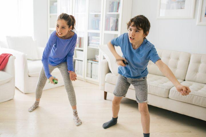 Zeitvertreib Konsole: Bei Tanzeinheiten und Fitnessspielen können Kinder überschüssige Energien abbauen.