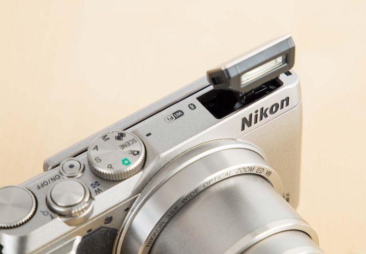 """Mit der """"Coolpix A900"""" kombiniert Nikon die Vorzüge unterschiedlicher Kameramodelle in einem einzigen Gerät."""