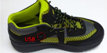 Der Schuh erzeugt Strom, mit dem man mobile Devices aufladen kann.