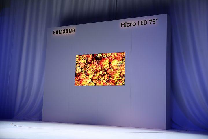 Samsung präsentiert den ersten MicroLED-TV.