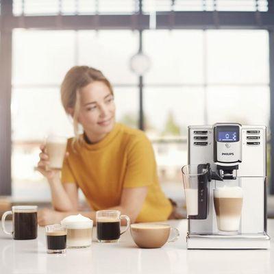Das Philips LatteGo-Milchsystem kommt durch die Nutzung von Unterdruck in der Aufschäumkammer ohne Schläuche aus.