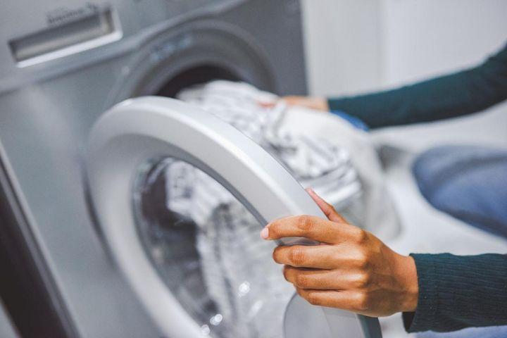 Das Trockner-Programm immer an die Wäsche und die Füllmenge anpassen.
