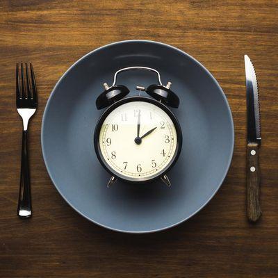 Wer zeitweise auf Nahrung verzichtet, tut seinem Körper etwas Gutes.
