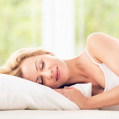 Entspannung ist zu gesundem Schlaf ein Schlüssel und Atem bzw. gute Atemtechnik ein Königsweg dahin.