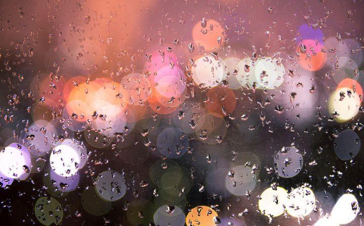 Spielen Sie mit der Schärfe auf kleine Regentropfen, dabei können sehr effektvolle Bilder entstehen.