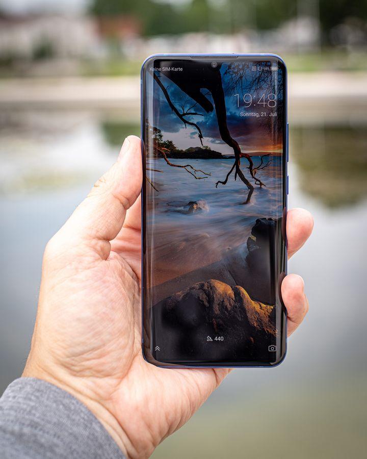 Das Smartphone begeistert mit einem großartigen Display.
