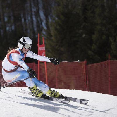 Alpine Kombi Super G Skiläuferin