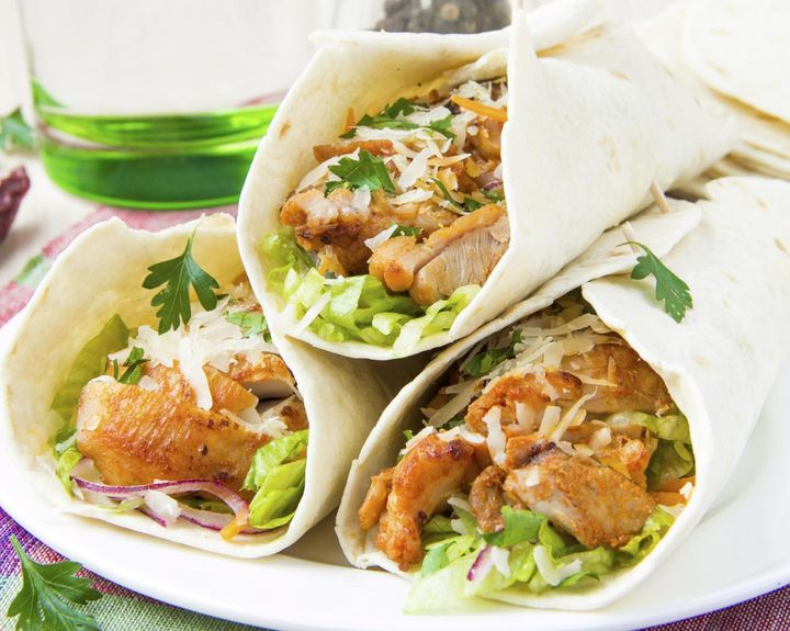 Drei Chicken-Wraps