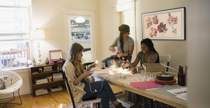 """Mit """"The Frame"""" macht Samsung das eigene Wohnzimmer auf Wunsch zur Kunstgalerie."""
