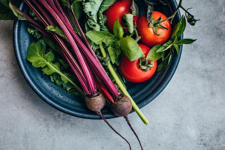 Die Zutaten für Tomatensuppe mit roten Beeten