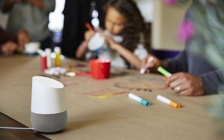"""""""Google Home"""" hilft bei der Organisation im Familienalltag."""