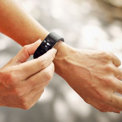 Features von Fitnesstracker helfen die Vitalwerte im Auge zu behalten.