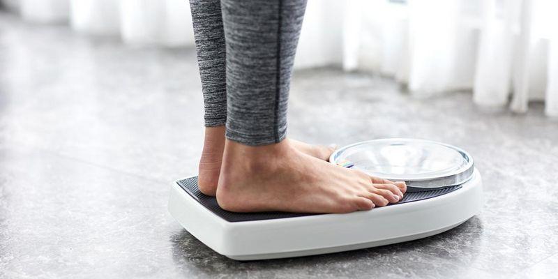 Mit diesen 3 Tipps stellt man sicher, dass die Waage das richtige Gewicht anzeigt.