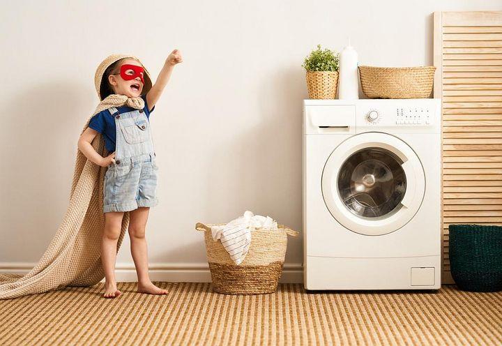 Am besten keine Gegenstände auf der Waschmaschine abstellen.