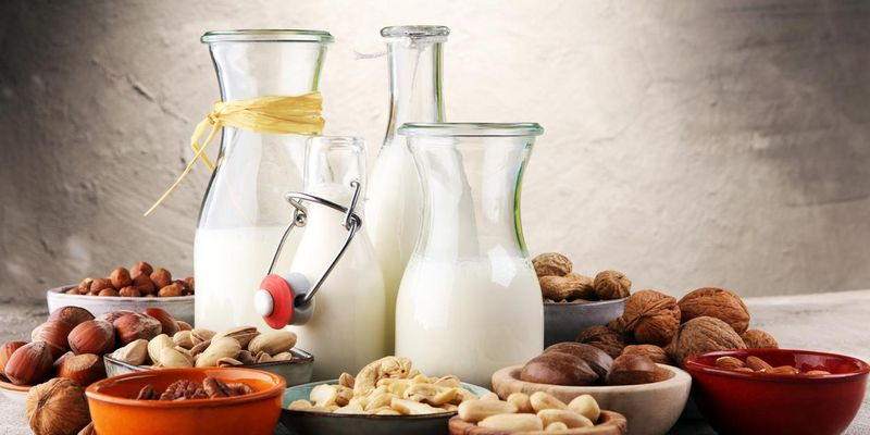 Pflanzendrinks werden aus Nüssen oder Getreide hergestellt.