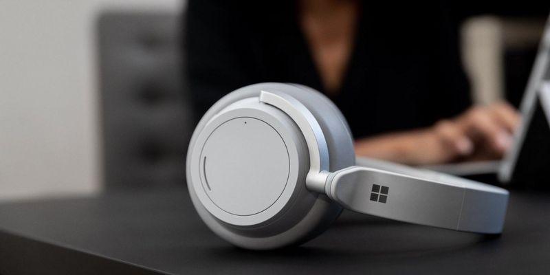"""Microsoft bringt die """"Surface Headphones"""" mit Geräuschunterdrückung."""