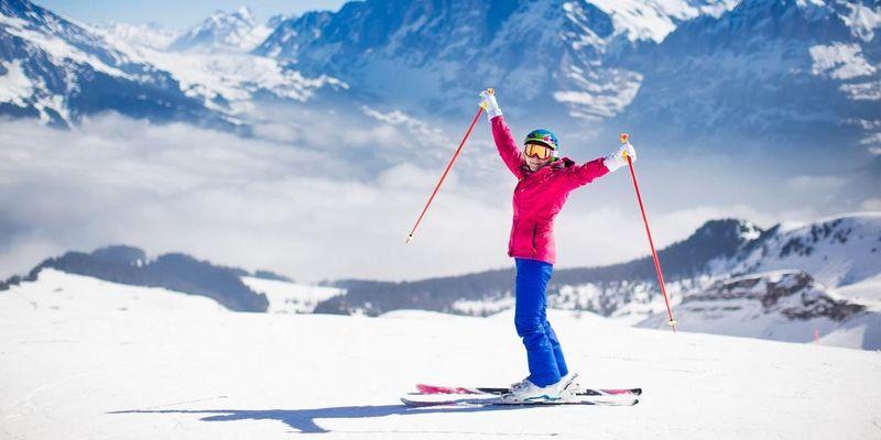 Winterjacken und Ski-Kleidung richtig waschen: So geht's!