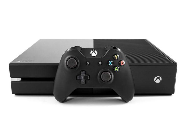 """Die """"Xbox One"""" in der Frontansicht"""