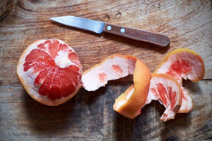 Grapefruit bremst den Hunger und regt die Verdauung an.