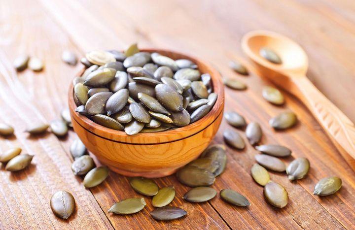 Das grüne Gold aus der Steiermark versorgt den Körper mit wertvollen Inhaltsstoffen wie: Eisen, Kalium und Magnesium.