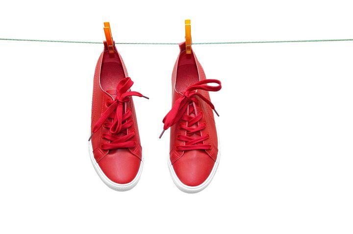Sneakers auf der Wäscheleine