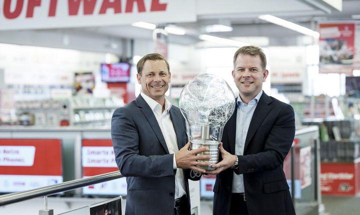 Christian Ammer, Geschäftsführer von Switch, mit Marc Oliver Klemm, Chief Services & Solutions Officer von MediaMarktSaturn.