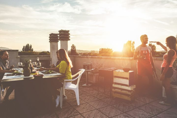Grillen ist eines der beliebtesten Outdoor-Vergnügen im Sommer.