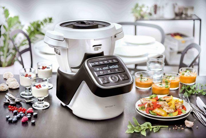 Die IFA-Neuheit von Krups, die multifunktionale Küchenmaschine Prep&Cook XL, kocht für bis zu zehn Personen.