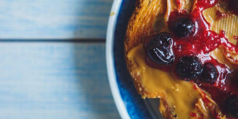 Erdnussbutter-Brötchen: Einfach zubereitet mit dem Mixer.