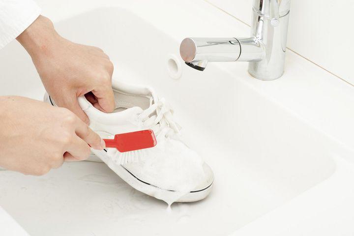 Hitze und Feuchtigkeit sind auf Dauer Gift für Sohle und Lederteile.