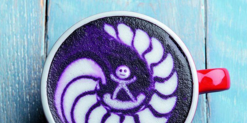 Latte Art: Surfer im Milchschaum