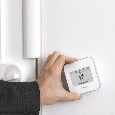 """CES 2018: Bosch präsentiert die Fernbedienung """"Twist"""" für das Smart Home."""